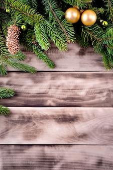 Árvore de natal em madeira natural