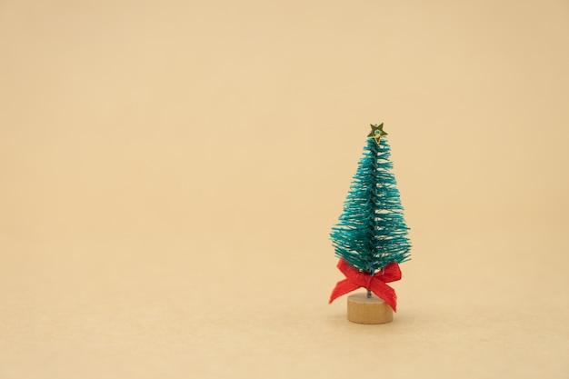 Árvore de natal em miniatura comemore o natal em 25 de dezembro todos os anos.