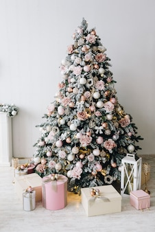 Árvore de natal em prata, ouro e rosa