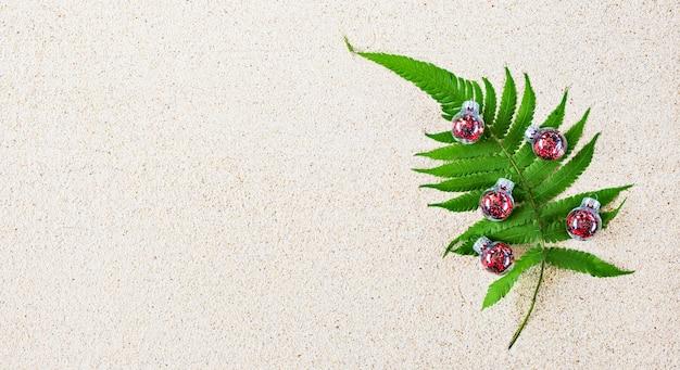 Árvore de natal feita de planta tropical verde
