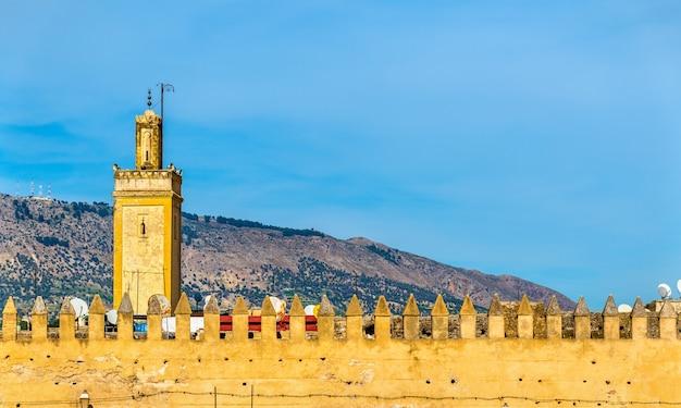 As antigas muralhas da cidade de fez - marrocos