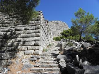 As antigas muralhas e escadas