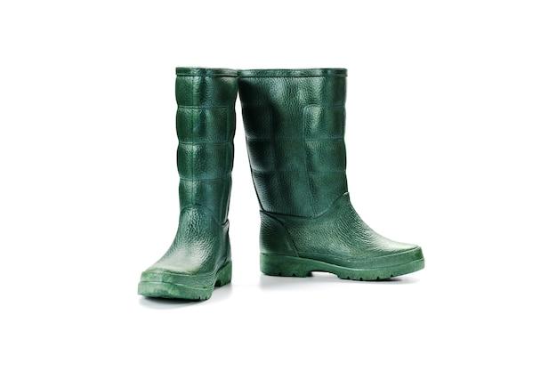 As botas de borracha waterproof isolado no fundo branco.