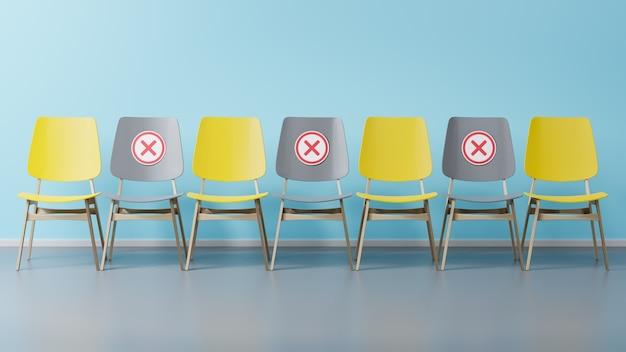 As cadeiras amarelas e cinzas estão em uma sala vazia contra uma parede azul