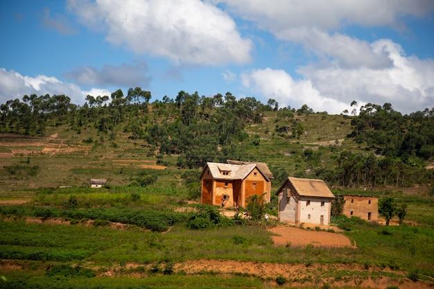 As casas dos habitantes locais na ilha de madagascar
