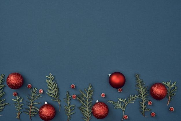 As decorações de natal em fundo azul