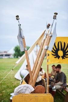 As lanças dos bárbaros na prateleira