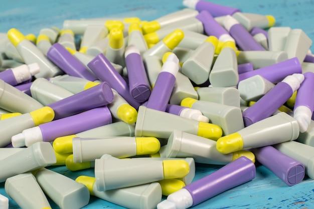 As lancetas são dispositivos de uso único estéreis, sem pirogênio e não tóxicos, projetados para obter amostras de sangue capilar para análise de sangue.