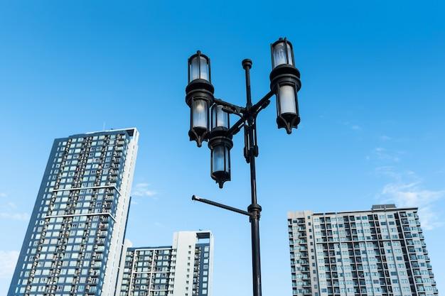 As lanternas de rua.