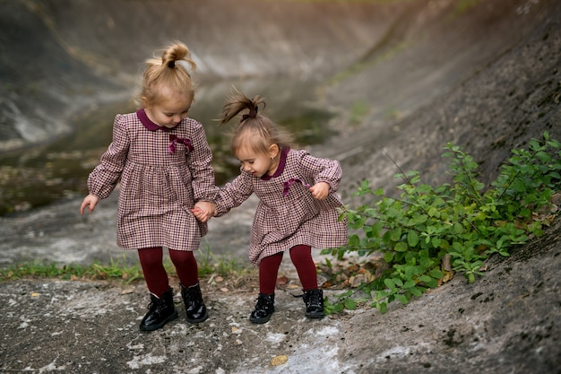 As meninas são amigas desde cedo e sempre se apoiarão