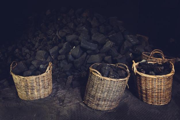 As minas de carvão na fundição de aço foram embaladas em estoque