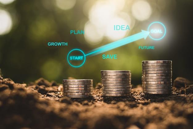 As moedas estão empilhadas com ícones de tecnologia verde no topo, conceitos de crescimento financeiro.