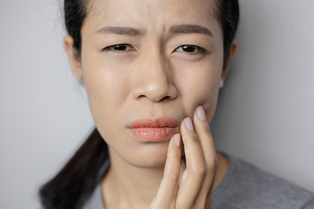 As mulheres têm muita dor de dente.