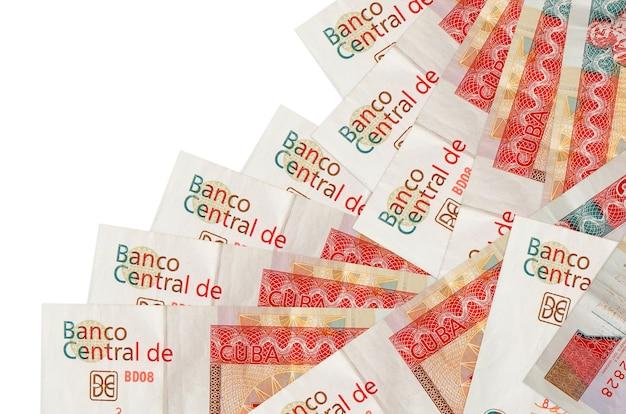 As notas conversíveis de 3 pesos cubanos encontram-se em ordem diferente, isoladas no branco. banco local ou conceito de fazer dinheiro.
