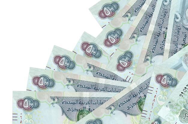As notas de dirhams dos emirados árabes unidos estão em ordem diferente, isoladas no branco