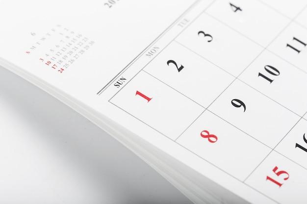 As páginas do calendário fecham o conceito de tempo de negócios