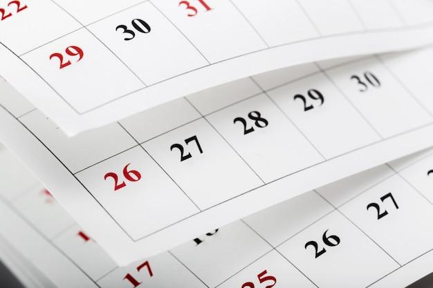 As páginas do calendário fecham o horário comercial