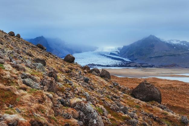 As paisagens pitorescas das montanhas islândia