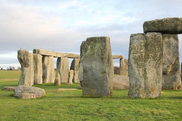 As pedras de stonehenge, na inglaterra.