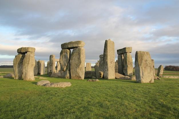 As pedras de stonehenge, um monumento pré-histórico em wiltshire, inglaterra.