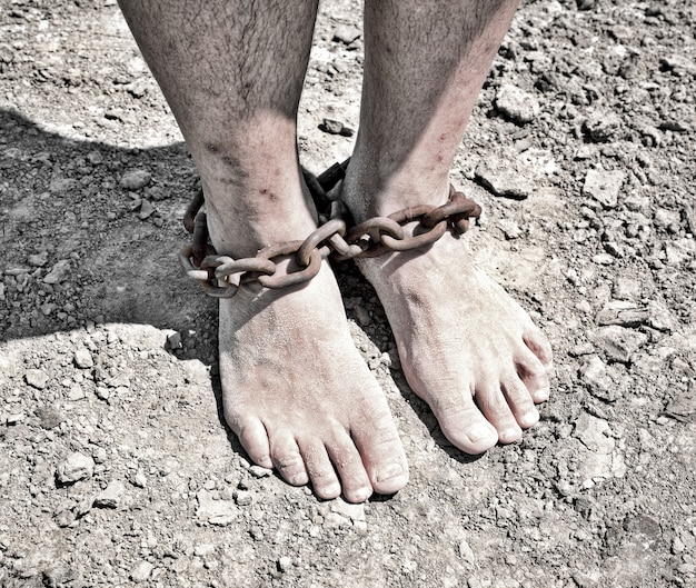 As pernas dos homens são de ferro