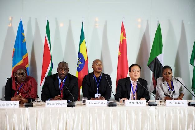 As pessoas da diversidade representam a parceria da conferência internacional