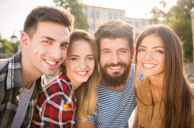 As pessoas fotografaram close-up ao ar livre.