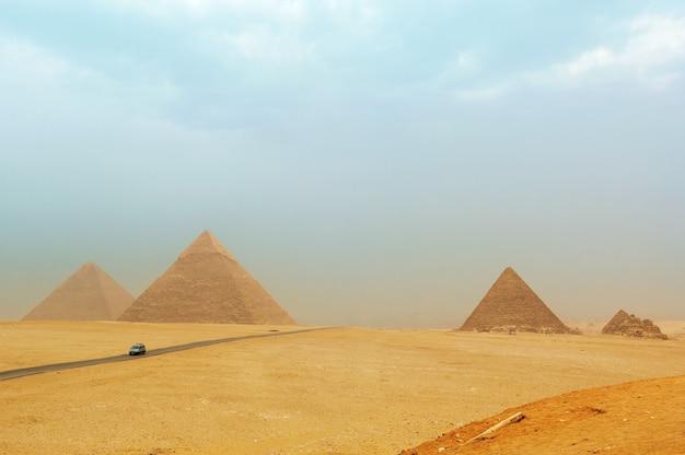 As pirâmides de gizé, no egito