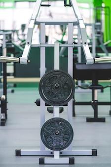 As placas de peso na academia moderna