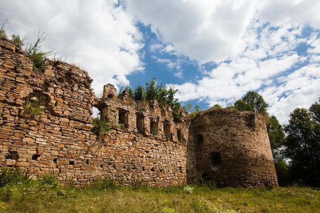 As ruínas de um antigo castelo