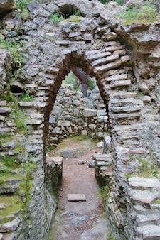 As ruínas do antigo aqueduto de phaselis