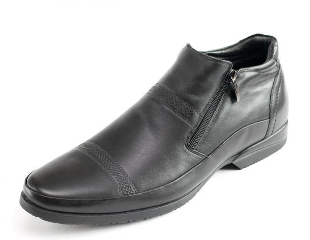 As sapatas dos homens negros do couro isolado no branco.