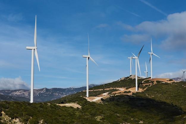 As turbinas eólicas são geradores de energia ecológica, energia eólica. energia renovável