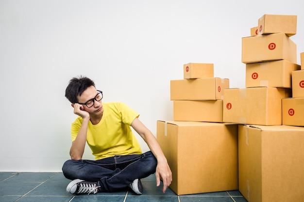 As vendas asiáticas da tensão do homem caem proprietário de empresa das pme.