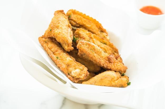 Asa de frango crocante frita