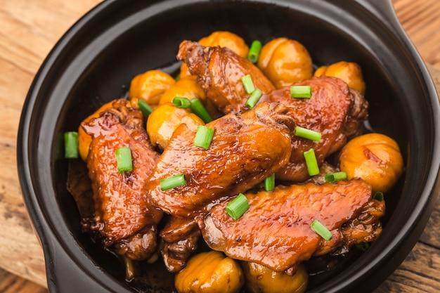 Asas de frango assadas com castanha