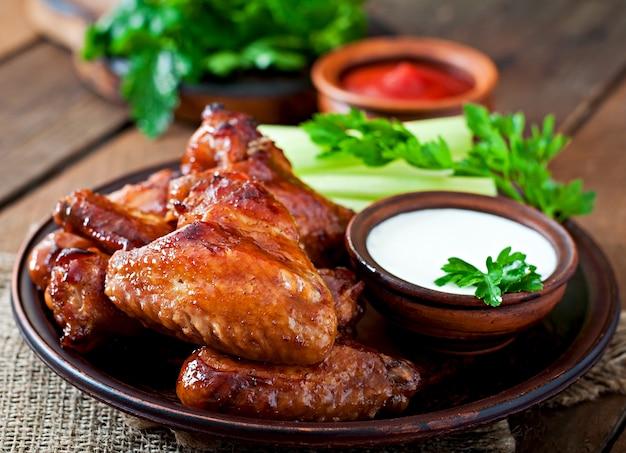 Asas de frango assadas com molho teriyaki