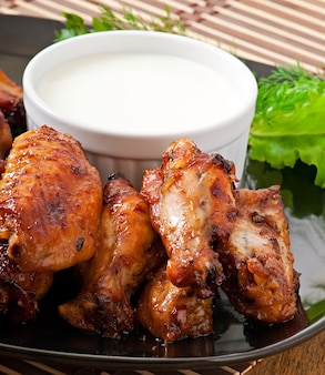 Asas de frango assadas no estilo asiático