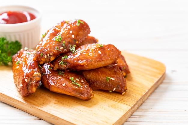 Asas de frango churrasco com gergelim branco