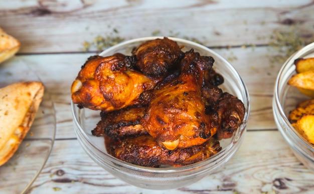 Asas de frango crocante de churrasco