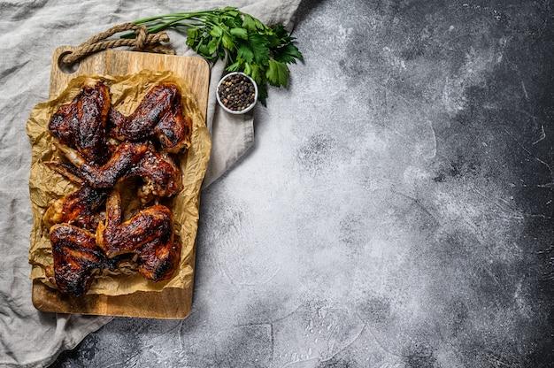 Asas de frango para churrasco fazenda fundo de carne orgânica