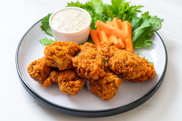 Asas de frango picante frito