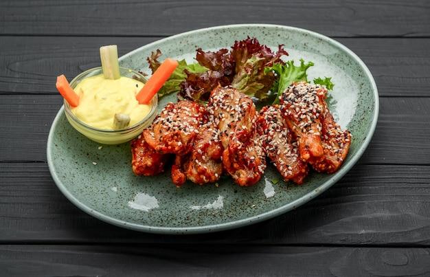Asas de frango. receita tradicional asiática