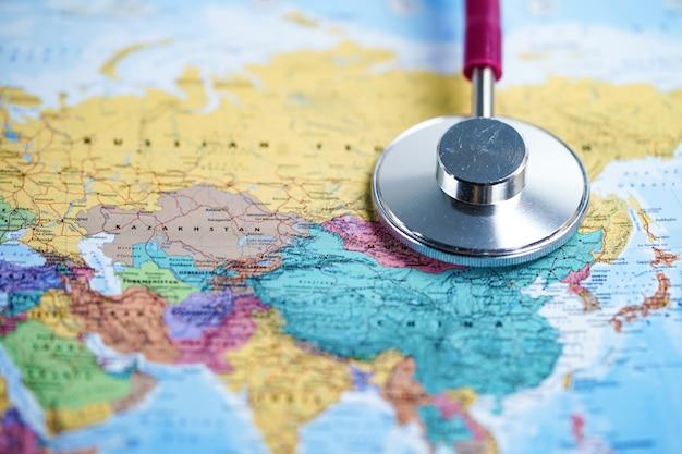 Ásia: estetoscópio com mapa do mundo
