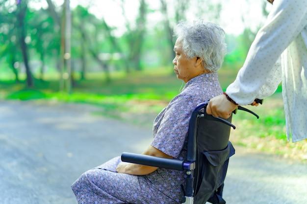 Asiático, sênior, ou, idoso, senhora velha, mulher, paciente, com, cuidado