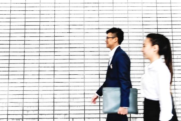 Asiáticos, pessoas negócio, andar