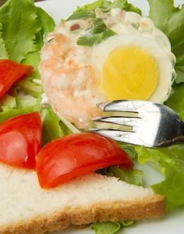 Aspic com camarão e ovo