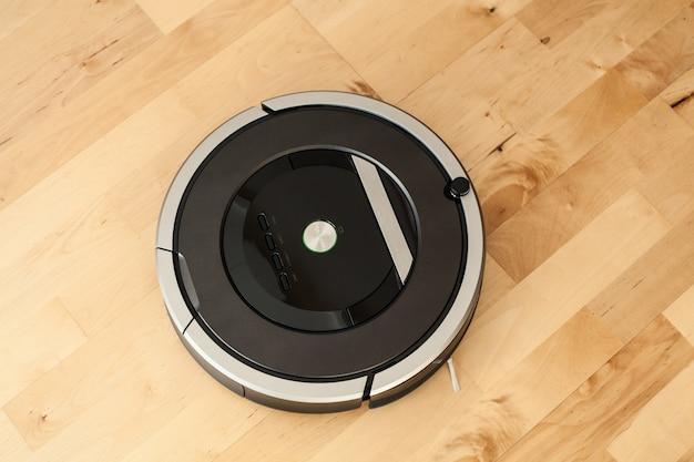 Aspirador de pó robótico em tecnologia de limpeza inteligente para piso laminado de madeira