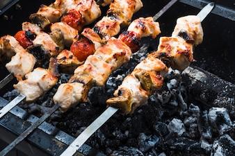 Assado no churrasquinho shish kebabs