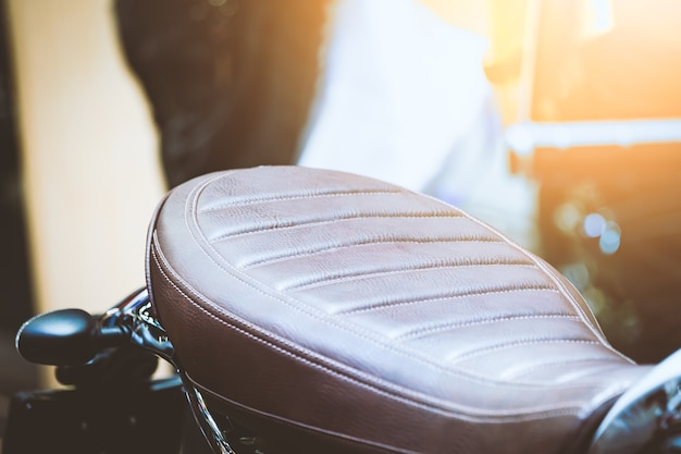 Assento de couro da motocicleta vintage